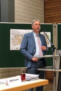 Bürgermeister Kandler bei der Bürgerversammlung